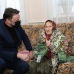Глава округа Виктор Неволин поздравил со 100-летием Татьяну Фоменкову