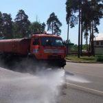 Дороги в округе поливают водой из-за жары